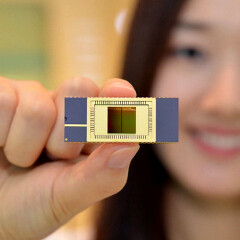 Samsung first with 'stacked' V-NAND memory for mobile devices