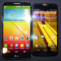 LG G2 vs Motorola Moto X: first look