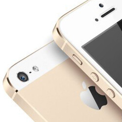 Gold iPhone 5S version set for the Chinese market, 'unpainted' 5S and 5C chassis shown out