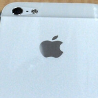 Apple iPhone 5S models photographed in black, gold and silver may be fake
