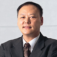 HTC won't fire CEO Peter Chou just yet