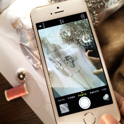 Apple lends Burberry the iPhone 5s for a fashion show capture to demo the new iSight camera(video)