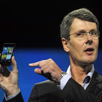 BlackBerry operating loss nears $1 billion for Q2, focus now on enterprise
