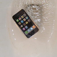 Bogus Apple ad convinces some that iOS 7 makes your iPhone waterproof