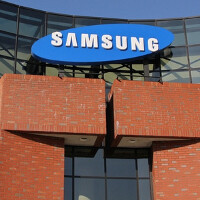 Samsung executive says model with curved screen will have October release date