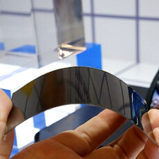 """Inside LG's 6"""" flexible display: largest phone OLED panel will bring feathery devices"""
