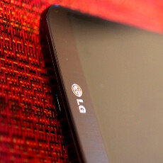 LG G Flex appears in the flesh with a video hands-on: curved phone has buttons on the back