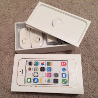 Apple iPhone 5s box and accessories up for bid on eBay, phone not included