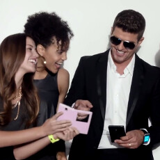 Samsung scores Robin Thicke for a new Galaxy Note 3 and Gear ad (video)