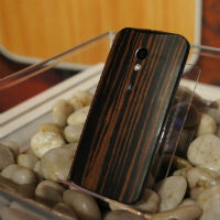 Leaked pic shows wooden backs that are coming to the Moto X