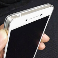 New Hi-Res photographs of the OPPO R1 appear