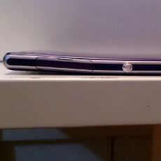 Xperia Z1 frame bending for no reason, claim users