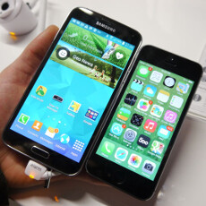Samsung Galaxy S5 vs iPhone 5s: first look