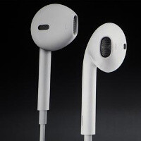 Apple might throw improved voice-recognition functions and accelerometers at the EarPods