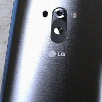 A new image leak of the LG G3 shows off the brushed effect black and white back plates