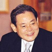 Samsung Electronics chairman hospitalized after suffering heart attack