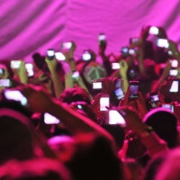 Watch 600 smartphones become an integral part of the show (instead of an annoyance)
