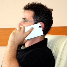 """6 everyday things that are tough to do with a 6"""" phone"""