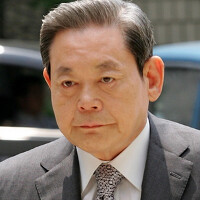 Samsung chairman conscious after two-week coma