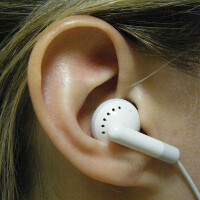 Apple patent applications show earbud designs that use sensors to make automatic adjustments