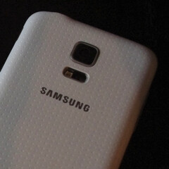 Samsung Galaxy S5 mini allegedly pictured in the wild, might feature a new Exynos 3 Quad processor