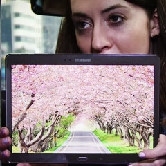 Samsung puts the Galaxy Tab S in a cab, films people's reactions to its AMOLED screen