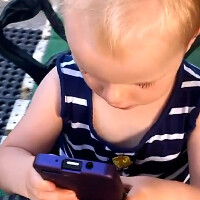 Video: Two-year old handles BlackBerry 10 like a pro