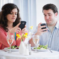 Smartphones to blame for 77% increase in dining time at one restaurant?