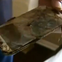 Samsung Galaxy S4 catches fire under the pillow of a 13 year-old girl