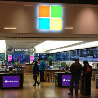 Microsoft might open a store on New York's Fifth Avenue, five blocks away from Apple's glass cube