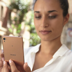 Copper-gold Sony Xperia Z3 leaks out alongside a curved wearable device