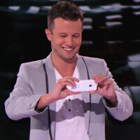 Watch an amazing trick as a celebrity Apple iPhone 5c disappears