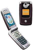 Motorola announces new Linux clamshell smartphone - the E895
