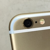 Are your pockets staining the plastic strips on the new iPhone?