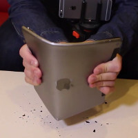 #Bendgate is back with the iPad Air 2: Watch the wafer-thin tablet snap in half on video
