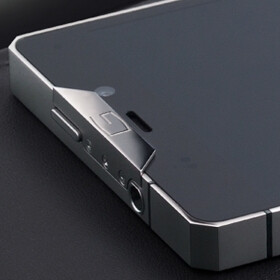 Gresso Regal R1 is a titanium-made Android smartphone that costs $3,000