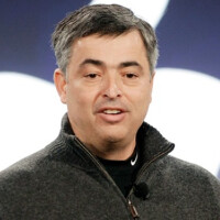 Eddy Cue shows off Apple Pay to the Evening News