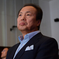 Samsung restructuring could remove J.K. Shin as head of mobile