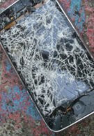French teen injured by shards from exploding iPhone's screen