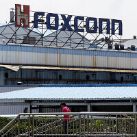Report: Foxconn to produce OLED screens for the Apple iPhone and Apple Watch by the end of 2015