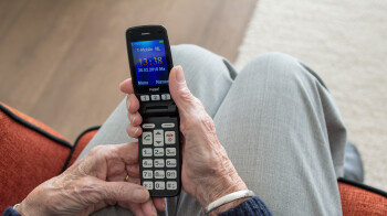 6 best cell phones for seniors and the elderly
