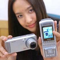 Did you know that Samsung has been making phones with optical zoom cameras since 2004?