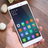 Renders, begone! Real-life pictures of the Xiaomi Mi Note emerge