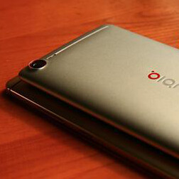Two ZTE Nubia Z9 models pose for the camera