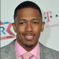 Nick Cannon uses his iPhone to tweet an ad for the T-Mobile Samsung Galaxy S6