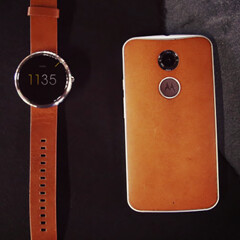 Motorola reminds us that the Moto X featured genuine leather one year before the LG G4