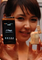 Pantech debuts new luxury phone for S.T. Dupont