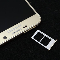 Dual SIM Samsung Galaxy Note5 appears in photos, no microSD card slot in sight