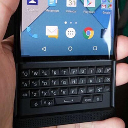 New clearer images get up close with the BlackBerry 'Venice' slider