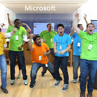 """New flagship Microsoft Store opens tomorrow in New York City, just blocks from Apple's """"cube"""""""